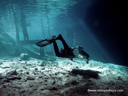 Flotabilidad buceando en cuevas. Espeleobuceo