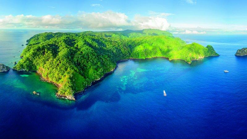 Paraiso de buceo con tiburones . Isla del Coco